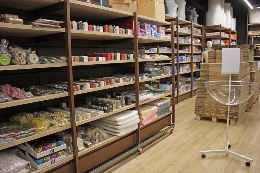 moble d'exposició, maniquins, busts andorra